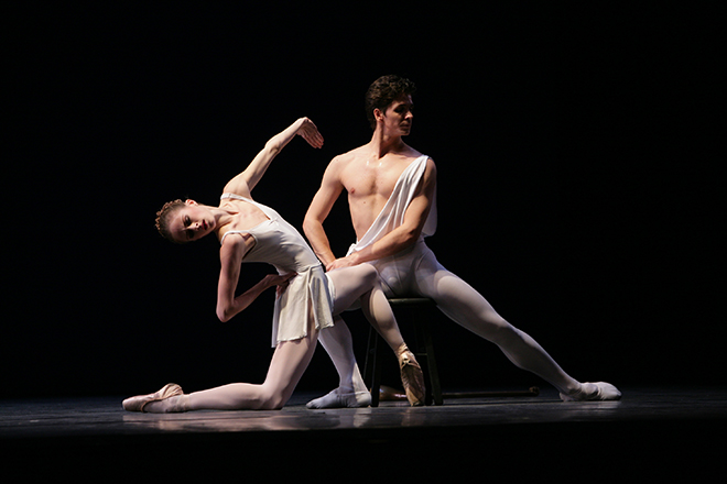 Guillaume Cote et Heather Ogden dans Apollo