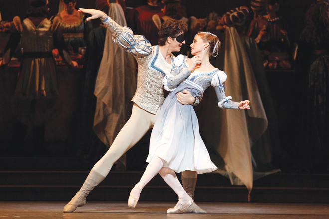 Guillaume Côté et Elena Lobsanova dans Roméo et Juliette